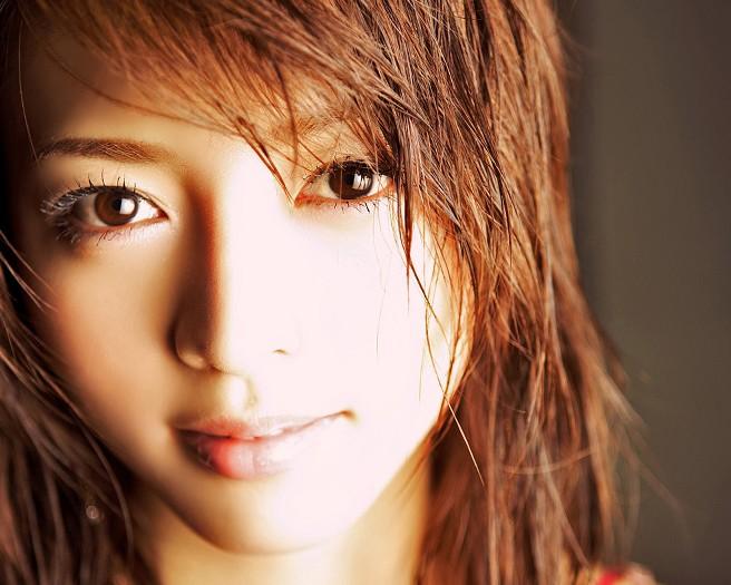 アップの釈由美子。